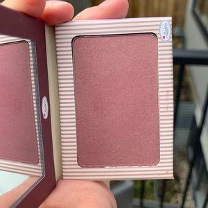 The balm blush PINSTRIPE